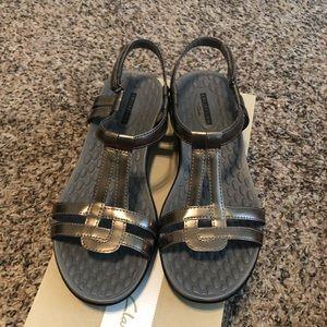 Clarks Sonar Aster sandals, 8-1/2M, pewter